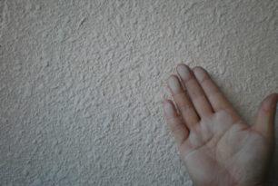 外壁塗り替え時期の目安<チョーキング>について