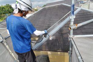 住宅屋根、外壁高圧洗浄中