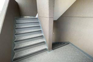 四日市市分譲マンション階段防滑シート工事